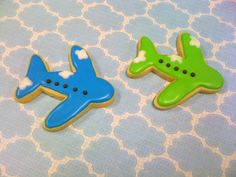 This one is for my Brother who is a Pilot. Galletas Cookies, Iced Cookies, Sugar Cookies, Cookies For Kids, Cut Out Cookies, Cookie Icing, Royal Icing Cookies, Cupcake Art, Cupcake Cookies