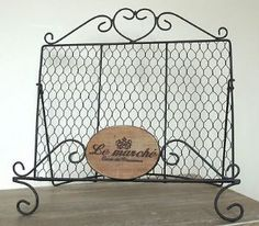 10 Hot Wedding Trends for 2013--#6 Chicken Wire: Guestbook Holder (www.3d-memoirs.com) #chicken_wire #weddings