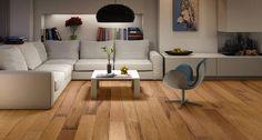 Le parquet fait son grand retour ! Après l'ère du revêtement de sol synthétique, le besoin d'authenticité et de naturel favorise le revêtement bois.