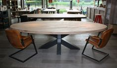 Large Round Dining Table, Oval Table, Dining Table Chairs, Metal Table Legs, Cool Tables, Conference Table, Kitchen Design, Decoration, Interior