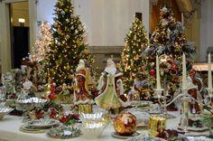 Allestimento...tavolo imperiale con porcellane e cristalli