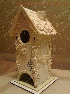 Как задекорировать заготовку Чайный домик с помощью соленого теста и шпатлевки Diy Clay, Clay Crafts, Crafts To Make, Bird Houses Painted, Cute House, Paris Art, Tea Box, Bird Feathers, Outdoor Decor