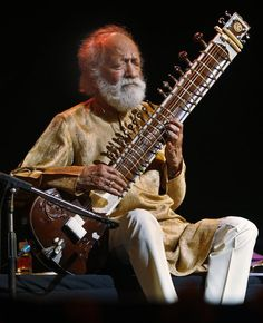 Ravi Shankar, the most popular indian musician in the world. I listened to his songs during my last year of high school.  Wonderful memories