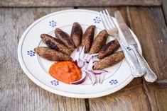 Ecco la ricetta dei cevapcici vegan con la salsa ajvar! Finalmente lo chef Martino Beria ci svela la sua ricetta per una cenetta tutta croata.