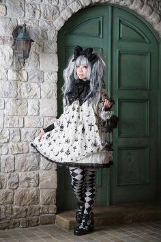 Gothic Lolita in Angelic Pretty's Holy Night Lantern