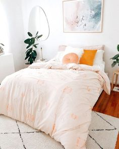 Small bedroom is usually a situation when space is at a premium. But today, there are so many home decor bedroom ideas to make the most of your space. For the next small bedroom decor ideas, try some cute bedroom… Continue Reading → Stylish Bedroom, Cozy Bedroom, Bedroom Inspo, Bedroom Apartment, Home Decor Bedroom, Modern Bedroom, Bedroom Furniture, Diy Home Decor, Bedroom Ideas