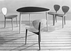 Three round table and tripod chairs (1949) | Max Bill | Photo: Max, Binia + Jakob Bill Stiftung Adligenswil © VG Bild-Kunst, Bonn 2008