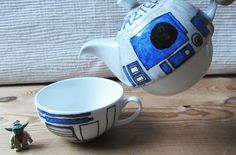 R2-TEA-2  R2D2 tea for one teapot  Designed and hand drawn by mee: www.etsy.com/shop/gallonsofink