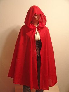 Teresa Franco shows you how to sew a hooded cape with her cape pattern -- perfect for Halloween or for trotting on over to Grandmother's house. Link.