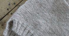 Jeg har strikka Skappelgenser til Josefine!!   Tok utgangspunkt i denne oppskriften Skappel-genser til barn .   Josefine er 10 mnd... Cardigan Bebe, Baby Slippers, Baby Knitting Patterns, Crochet Clothes, Crochet Baby, Knitted Hats, Infinity, Barn, Crafts