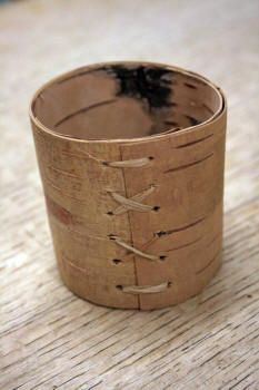 Making birch bark containers