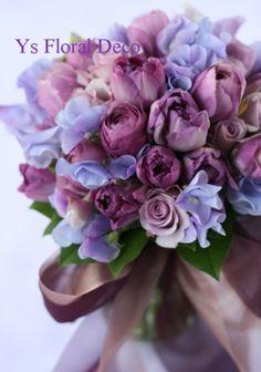 シックな紫色のブーケ ドレスで使った濃い紫とベージュの布地をリボンにして @シェラトン都ホテル ys floral deco
