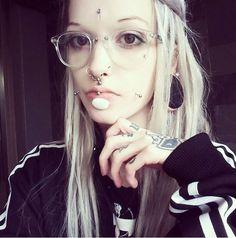 Cheek Piercings, Cool Piercings, Piercings For Girls, Labret Piercing, Asian Dragon Tattoo, Mod Girl, Scene Girls, Scene Hair, Body Mods