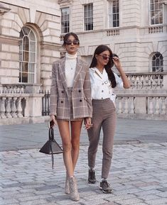 @mireaguado 80s Fashion, Black Women Fashion, Womens Fashion, Chic, Womens Clothing Stores, Style, Dress Codes, Cool Outfits, Hipster