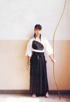 "KYUDO GIRL, ""Kyudo"" is the martial arts of the Japanese archery. Japanese Culture, Japanese Art, Geisha, Archery Girl, Samurai Warrior, Kendo, Japanese Outfits, Martial Arts, Asian Beauty"