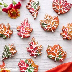 Leaf Cookie Sandwiches Colorful sugar cookies dyed the colors of fall are filled with a rich maple buttercream.Colorful sugar cookies dyed the colors of fall are filled with a rich maple buttercream. Sandwich Bar, Sandwich Cookies, Fall Desserts, Delicious Desserts, Yummy Food, Cookies Et Biscuits, Sugar Cookies, Baking Cookies, Baking Brownies