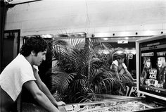 Bruce Springsteen playing pinball.  © LYNN GOLDSMITH, 1978