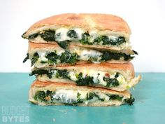 Spinach Feta Grilled Cheese – Grilled cheese is the ultimate study/comfort food. Take it up a level with some frozen spinach, a little garlic, red pepper flakes, and feta. You now have a super fancy grilled cheese AND a good dose of vegetables. Think Food, Love Food, Easy Recipes For College Students, College Recipes, Plat Vegan, Vegan Recipes, Cooking Recipes, Budget Recipes, Cheese Recipes