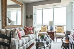 """A """"New Traditional"""" Toronto Apartment With a Wonderful Waterfront View — House Tour"""