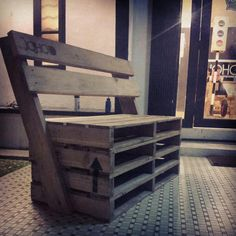 We are always concerned about our garden and nothing can satisfy our comfort level and aesthetic sens with this re-transformed wood pallet swing bench. We keep implementing whatever popup in our creative head. Pallet Crates, Pallet Bench, Wooden Pallets, Pallet Furniture Shelves, Diy Furniture, Pallet Shelves, Industrial Furniture, Furniture Plans, Recycled Pallets