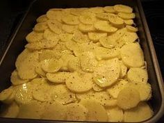 Oksekødsfad med kartofler og revet ost……… Cook N, Dinner Is Served, Tapas, Avocado, Food And Drink, Yummy Food, Cheese, Snacks, Baking