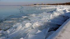Az extrém hideg, a viharos szél és a hófúvás veszélye miatt adott ki országszerte másod-, illetve elsőfokú figyelmeztetéseket péntekre az Országos Meteorológiai Szolgálat - adta hírül az MTI. Az OMSZ veszélyjelzése szerint az extrém hideg