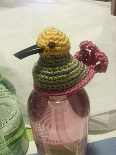 Direct link to free ravelry pattern. Cute little #crochet birdy topper for hand soap dispensers!