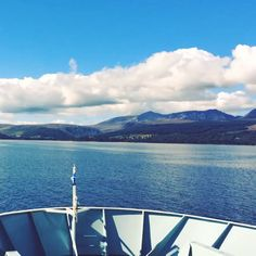 The view from the Caledonian Macbrayne ferry as it pulls into Brodick, Arran on a beautiful sunny day in Scotland. Glasgow, Edinburgh, Isle Of Arran, Places Of Interest, Story Inspiration, Sunny Days, Brave, Scotland, Scenery