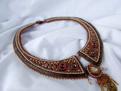 Bead Embroidery  Collar Necklace  Statement jewelry  por Vicus