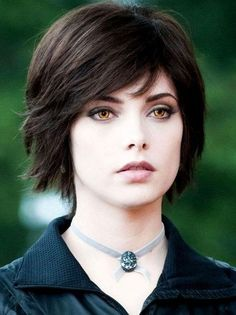 Ashley Greene as Alice Cullen in Twilight Alice Twilight, Twilight Saga, Short Hair Cuts, Short Hair Styles, Ashley Green, Alice Cullen, Edward Cullen, Grow Out, Pixie Cut