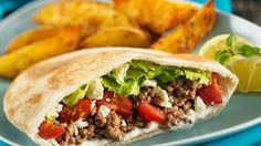 Unkompliziertes und leckeres Essen für die ganze Familie: Mit Hack und Feta gefüllte Pitabrote | http://eatsmarter.de/rezepte/mit-hack-und-feta-gefuellte-pitabrote