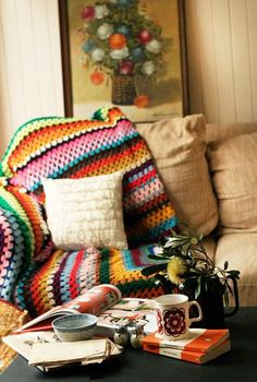 Warming up to autumn afternoons… with blankets, good books and coffee! (source: pinterest.com)