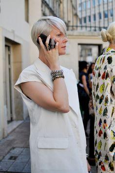 Kate Lanphear in a white sleeveless blazer #style #fashion #streetstyle