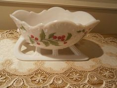 VINTAGE WHITE MILK GLASS CHRISTMAS SLEIGH WITH HOLLY BERRIES AND LEAVES