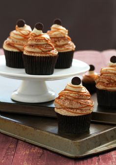 Caramel Cappucino Royale Cupcakes with a burnt caramel buttercream on a chocolate flavored cappuccino cupcake and stuffed inside is a salted caramel pudding. Baking Cupcakes, Yummy Cupcakes, Cupcake Recipes, Cupcake Cakes, Dessert Recipes, Royal Cupcakes, Art Cupcakes, Caramel Cupcakes, Dinner Recipes
