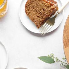 Honey Cake Recipe Easy, Shaped Cake Pans, High Holidays, Icing Ingredients, Spice Cake Mix, Best Honey, Yom Kippur, Jewish Food, Pudding