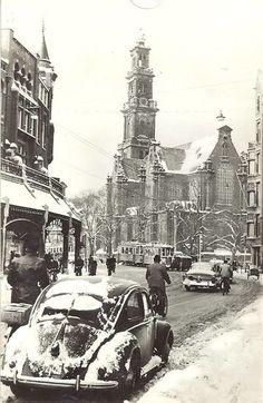 Raadhuisstraat in Amsterdam. In the background the Westerkerk. Medan, Old Pictures, Old Photos, Photos Originales, New Amsterdam, Amsterdam Photos, Vw Vintage, Vw Beetles, Rotterdam