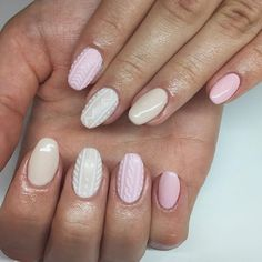 How adorable is this knitted nail art?