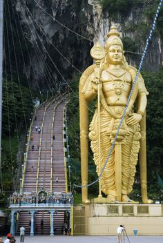 Lord Muruga guards the entrance to the Batu Caves - Malaysia. Travel With Kids, Family Travel, Kuala Lumpur Travel, Kids Attractions, Batu Caves, Travel Stroller, Travel Nursing, Life List, Scenic Photography