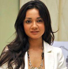 बॉलीवुड की नवोदित अभिनेत्री इरा दुबे का कहना है कि वह रंगमंच में काम कर खुश है