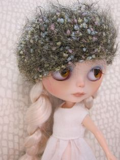 Blythe Fuzzy Beret by moma10 on Etsy | doll | doll clothes