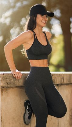 Gymshark Athlete, Sissy Mua styling the Seamless Cross-Back Sports Bra and High Waisted Leggings in Black Marl.