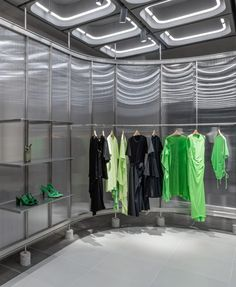 Linehouse uses typically urban materials inside Xiamen's JNBY store. Retail Interior, Bar Interior, Recycled Concrete, Flexible Display, Retail Fixtures, Concrete Ceiling, Concrete Interiors, Minimal Home, Zaha Hadid Architects