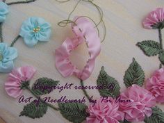 Embroidery Satin Flower Crochet Knitting Handicraft: to do three-dimensional embroidery with ribbon flower Ribbon Embroidery Tutorial, Ribbon Flower Tutorial, Flower Embroidery Designs, Silk Ribbon Embroidery, Embroidery Stitches, Satin Ribbon Flowers, Ribbon Art, Beaded Flowers, Fabric Flowers