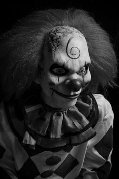 Scary Clown  http://puppet-master.com - THE VENTRILOQUIST ASSISTANT