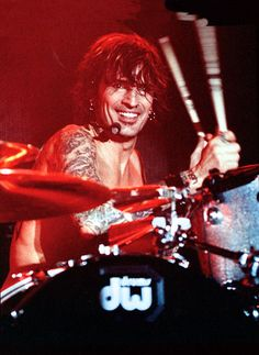 Tommy Lee.  Smilin' & drummin!
