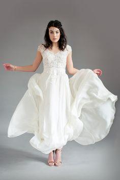 Brautkleid von Felicita, mit fließendem Rock aus Seide; Wedding Dress , with Silk Skirt