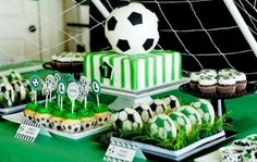 This traditional green, white & black soccer birthday party will make any little player happy on his birthday! Soccer Birthday Parties, Football Birthday, Soccer Party, Sports Party, Dessert Party, Party Desserts, Dessert Table, Soccer Cake, Soccer Theme