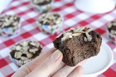 These breakfast muffins are rich, hearty and moist, while low in carbs and high in fiber thanks to their flaxseed base and wholesome ingredients.