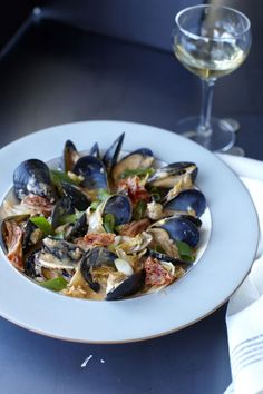 Serious Eats: Red Curry Mussels with Kimchi Puree from 'The Kimchi Cookbook' Red Curry Recipe, Red Curry Sauce, Curry Recipes, Seafood Recipes, Shellfish Recipes, How To Cook Fish, Serious Eats, Fish Dishes, Main Dishes